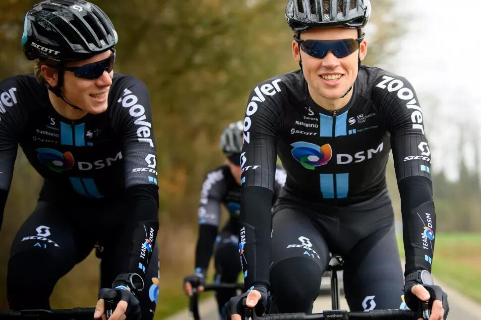 Il team DSM ha lanciato il proprio marchio di abbigliamento ciclismo incentrato sulla sicurezza
